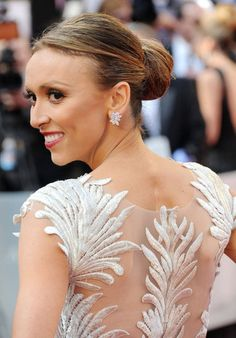 Oscars 2012 Red Carpet: Giuliana Rancic Grows Glamorous Wings (PHOTOS) not bad. Good on her after a double mastectomy to wear such a classy dress Oscars 2012, Oscars Red Carpet Dresses, Giuliana Rancic, Art Textile, Stunning Dresses, Gorgeous Dress, Dress Picture, Bun Hairstyles, Her Hair