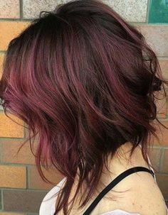 When you want to lighten up your hair for the perfect sun kissed highlights, then you have two options: foils or the newest technique, balayage. The balayage. Cute Medium Haircuts, Stacked Haircuts, Angled Bob Hairstyles, Short Hairstyles For Women, Bob Haircuts, Asymmetrical Haircuts, Stylish Haircuts, Hairstyles 2018, Wedding Hairstyles