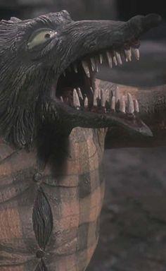 BROTHERTEDD.COM - villainsandvictims: The Nightmare Before... Lion Sculpture, Statue, Tim Burton, Nightmare Before Christmas, Animals, Art, Art Background, Animales, Animaux
