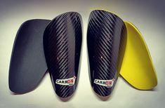 Y tu ¿Que color prefieres? 🐝 📍 www.carbonplus.es 📧 info@carbonplus.es 📞 688906884 #100x100carbono #espinilleras #espinilleraspersonalizadas #shinpads #shinguards #customshinguards #customshinpads #caneleiras #protegetibia #parastinchi #parastinchipersonalizzati Pool Slides, Sandals, Color, Shoes, Fashion, Fiber, Moda, Shoes Sandals, Zapatos