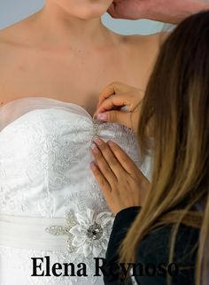 Hermoso vestido de novia de nuestra colección 2016.Te invitamos a conocerla!!! Alta Costura Tels: 5684-3651 / 5678-2726 www.elenareynoso.com