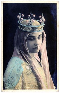 Vintage Graphic - Beautiful Woman with Crown - The Graphics Fairy