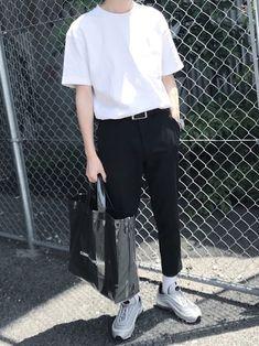 家を出る10分前の遅刻コーデ Korean Fashion Men, Korean Street Fashion, Men Fashion, Winter Fashion, Look Fashion, Fashion Outfits, 2000s Fashion, Korean Outfits, Mode Style