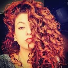 Resultado de imagem para cabelo cacheado vermelho