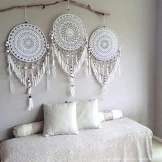 Handmade Home Decor Handmade Home Decor, Diy Home Decor, Dreamcatcher Crochet, White Dreamcatcher, Los Dreamcatchers, Doily Dream Catchers, Creation Deco, Home And Deco, Crochet Home