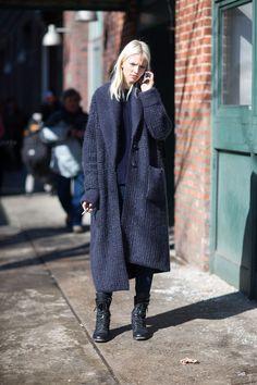 Sasha Luss - New York Fashion Week Fall street style —- Maxi Cardigan, Long Cardigan, Oversized Cardigan, Cardigan Fashion, Street Style Chic, Look Fashion, Womens Fashion, Street Fashion, Street Style