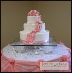 Pinkand white wedding cake — Round Wedding Cakes