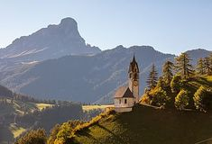 Kirche St. Barbara in Wengen, Dolomiten, Südtirol, Italien Kirchen, Mount Everest, Mountains, Nature, Travel, Alps, Landscape Pictures, Nature Pictures, Naturaleza