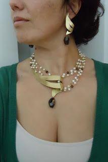 How to wear pearls modern way – Schmuck Ideen Clay Jewelry, Pearl Jewelry, Jewelry Crafts, Jewelry Art, Beaded Jewelry, Jewelery, Silver Jewelry, Jewelry Accessories, Handmade Jewelry