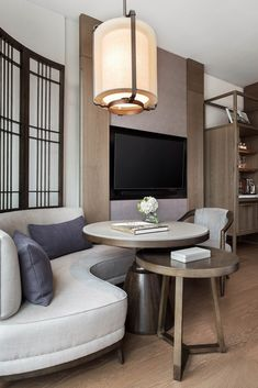 Tour The St. Regis Hong Kong with our photo gallery. Our Hong Kong hotel photos will show you accommodations, public spaces & more. Suite Room Hotel, Hotel Bedroom Design, Hotel Suites, Japanese Interior, Hotel Interiors, Restaurant Interior Design, Room Interior, Interior Ideas, Interior Inspiration