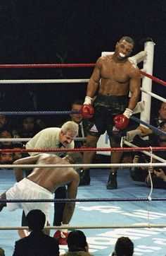 Mike Tyson boxing legend in the ring fight Poster Mike Tyson Quotes, Boxe Fight, Boxe Mma, Mike Tyson Boxing, Boxing Images, Sport Boxing, Ufc Boxing, Boxing Club, Boxing Workout