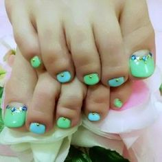 Green and blue with beads. Cute Toe Nails, Cute Toes, Pretty Toes, Toe Nail Art, Two Color Nails, Nail Colors, Toe Polish, Painted Toes, Feet Nails