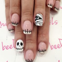 cute and creepy halloween nail designs 22 ~ thereds. Holloween Nails, Cute Halloween Nails, Halloween Nail Designs, Diy Halloween, Halloween 2019, Halloween City, Fancy Nails, Cute Nails, Pretty Nails