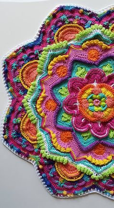 Transcendent Crochet a Solid Granny Square Ideas. Inconceivable Crochet a Solid Granny Square Ideas. Motif Mandala Crochet, Art Au Crochet, Crochet Motifs, Crochet Blocks, Crochet Squares, Crochet Home, Crochet Crafts, Crochet Stitches, Crochet Projects