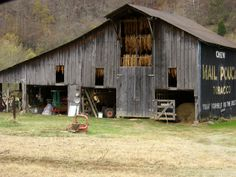 House old farm country barns Ideas Country Barns, Country Life, Country Living, Country Roads, Farm Barn, Old Farm, Barns Sheds, Country Scenes, Barn Quilts