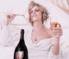 Não custa nada seguir as superstições de réveillon para atrair mais sorte no ano novo, afinal, sorte nunca é demais!