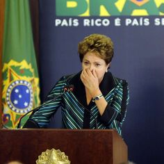 """Dilma conta como teve dente arrancado a socos por torturador  O que a Presidente já passou, para estar onde está, por nossa escolha.  Nós a maioria dos eleitores do Brasil, a escolhemos, com muita honra.  """"Você vai ficar deformada e ninguém vai te querer. Ninguém sabe que você está aqui. Você vai virar um 'presunto' e ninguém vai saber"""", era uma das ameaças ouvidas de um agente público no período em que esteve presa."""