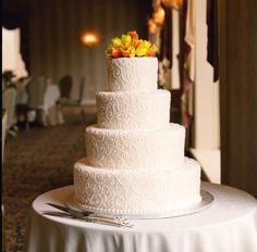 How beautiful is this wedding cake? #Wedding #Cake #Elegant #Dessert