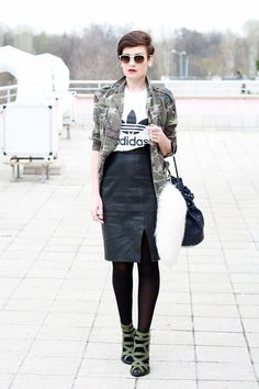 camo, leather & graphic tee #bloggerstyle #redlips
