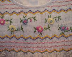 Little Rose Colección: Vestido bordado a mano Smocked estilo #5135-7T