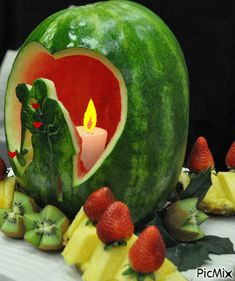 Carved Melon - Cut bottom for flat base, hollow ou - Food Carving Ideas Veggie Art, Fruit And Vegetable Carving, Veggie Food, Watermelon Art, Watermelon Carving, Watermelon Wedding, Carved Watermelon, Fruit Creations, Food Sculpture