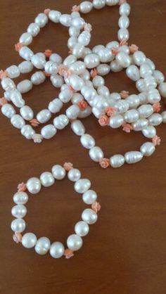 Perla cultivada y florecitas de coral
