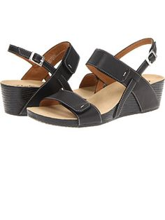 Clarks at Zappos. Free shipping, free returns, more happiness!