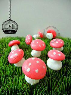 meringues mushrooms for the Busch De Noel