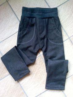 Smalle jeansbroek met tricotboord.