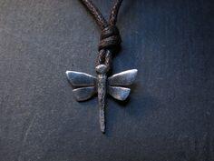Libelle hanger met glimmende vleugels en lichaam door AndreaRighetto