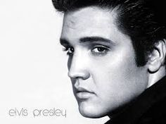 """Elvis Aaron Presley was one of the most popular American singers of the century. A cultural icon, he is widely known by the single name Elvis. He is often referred to as the """"King of Rock and Roll"""" or simply """"the King"""". Musica Elvis Presley, Elvis Presley Albums, I Love Music, Kinds Of Music, Love Songs, Fun Music, Pete Wentz, Michael Buble, Soundtrack"""