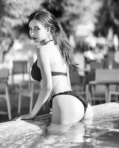 Black and white or colour? I really love this photo session, I hope you do too 😉 Sexy Bikini, Sexy Outfits, Sexy Dresses, Sexy Hot Girls, Belle Photo, Photo Sessions, Pretty Woman, Beauty Women, Beautiful Women