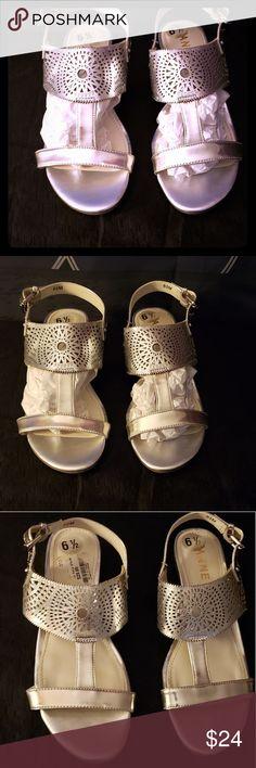 1d75af0c656f Anne Klein Maddie Round Toe Silver Sandals 6.5 Anne Klein Maddie Round Toe  Silver Sandals 6.5