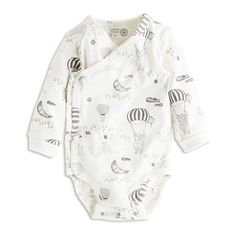 A real soft bodysuit with a fine print with bears, air ballons and tiny houses. With foldable cuffs and double snap fastening at the crotch your baby can grow one size keeping the same garment.