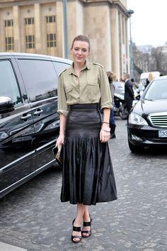That Skirt... Elle Hankinson, Paris #blogger #streetstyle #RunLikeElle