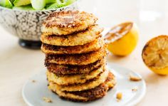 Lämminsavulohi-perunapihvit Halloumi, Dips, Snacks Für Party, Comfort Food, Food Inspiration, Seafood, Pancakes, Potatoes, Breakfast