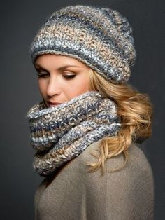 Knitting pattern for hat and loop: perfect for beginners Wonder woman - The loop and the hat are perfect knitting projects for beginners – since only right and left stitches are knitted. Knitting Patterns Free, Free Knitting, Crochet Patterns, Hat Patterns, Baby Knitting, Wonder Woman, Knit Crochet, Crochet Hats, Hats For Sale