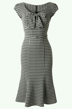 - TopVintage Exclusive ~ Grande Black White Houndstooth wiggle dress- I would so wear this now! Robes Vintage, Vintage Dresses, Vintage Outfits, 1950s Dresses, Vintage Clothing, Vintage Jewelry, Pretty Outfits, Pretty Dresses, Beautiful Outfits