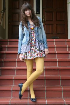 J Crew Jackets, Vintage Ferragamo Shoes, Forever 21 Dresses Pantyhose Fashion, Pantyhose Outfits, Fashion Tights, Cozy Fashion, Fashion Outfits, Fashion 2014, Colored Tights Outfit, Yellow Tights, Geek Chic Outfits