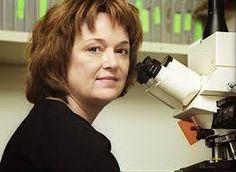 LINDA B. BACK (1947) Bióloga, médica y profesora estadounidense. Conocida por sus trabajos sobre sistema olfatorio. Obtuvo junto a Richard Axel el Premio Nobel en Fisiología o Medicina de 2004 por sus trabajos sobre los receptores olfatorios. Ganadora del Premio Rosenstiel en 1997, por su trabajo en la investigación médica básica.