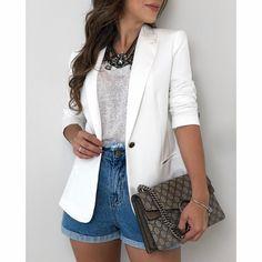 Look short mom jeans, tshirt e blazer branco. Look Casual Chic, Look Chic, Casual Looks, Casual Wear, Blazer Outfits Casual, Blazer Fashion, Fashion Outfits, Womens Fashion, Dress Outfits