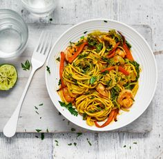 Our super speedy recipe for prawn curry noodles is full of flavour and super easy to make – perfect for a midweek meal. Prawn Recipes, Curry Recipes, Fish Recipes, Cooking Recipes, Healthy Recipes, Savoury Recipes, Cooking Ideas, 600 Calorie Meals