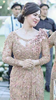Batik Kebaya, Kebaya Dress, Model Kebaya Brokat Modern, Skirt Fashion, Fashion Dresses, Indonesian Kebaya, Kebaya Wedding, Leather Jumpsuit, Kebaya Muslim