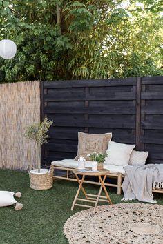 Bamboe tuinset - ELLE INTERIEUR Rustic Living Room Furniture, Deck Furniture, Outdoor Furniture Sets, White Gardens, Small Gardens, Outdoor Gardens, Outdoor Spaces, Outdoor Living, Outdoor Decor