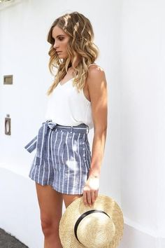 high rise paper bag waist with adjustable tie, tailored shorts and side pockets, relaxed fit, gray with THIN white stripes Shorts Outfits Women, Short Outfits, Trendy Outfits, Fashion Outfits, Fashion Fashion, Cute Summer Outfits, Holiday Outfits, Spring Outfits, Cute Outfits