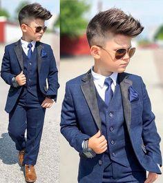 Excelente 😍 kids fashion toddler boy fashion, baby boy fashion y kids fash Wedding Outfit For Boys, Boys Wedding Suits, Wedding Page Boys, Wedding Dress, Toddler Boy Dress Clothes, Toddler Boy Fashion, Little Boy Fashion, Fashion Kids, Toddler Boy Suit