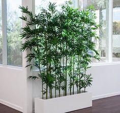 haie de bambou artificiel dans pot plastique blanc pour deco végétale avec plante artificielle