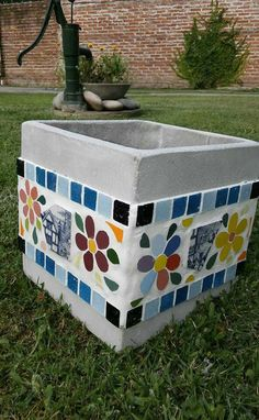glass nugget Mosaic Plant Pot - Her Crochet Cement Crafts, Mosaic Crafts, Mosaic Projects, Mosaic Wall, Mosaic Glass, Mosaic Tiles, Mosaic Planters, Mosaic Flower Pots, Mosaic Furniture