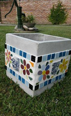 glass nugget Mosaic Plant Pot - Her Crochet Cement Crafts, Mosaic Crafts, Mosaic Projects, Mosaic Wall, Mosaic Glass, Mosaic Tiles, Mosaic Planters, Mosaic Flower Pots, Mosaic Furniture