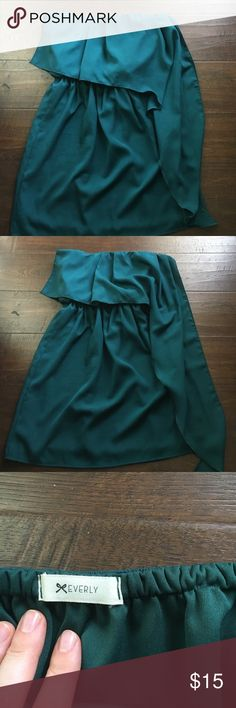 Everly waterfall strapless dress Adorable strapless dress. Perfect for weddings!! Waterfall styling and a super flattering fit. This was purchased at a boutique and worn 3 times. It hits mid thigh. The color is a slightly deeper green than pictured. Everly Dresses Strapless
